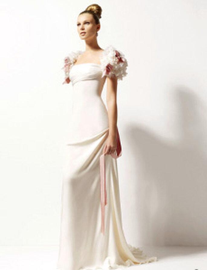 Christian Lacroix 2010 - Oasis, robe longue en crêpe de soie, manches courtes ballons ornées de fleurs, décolleté carré