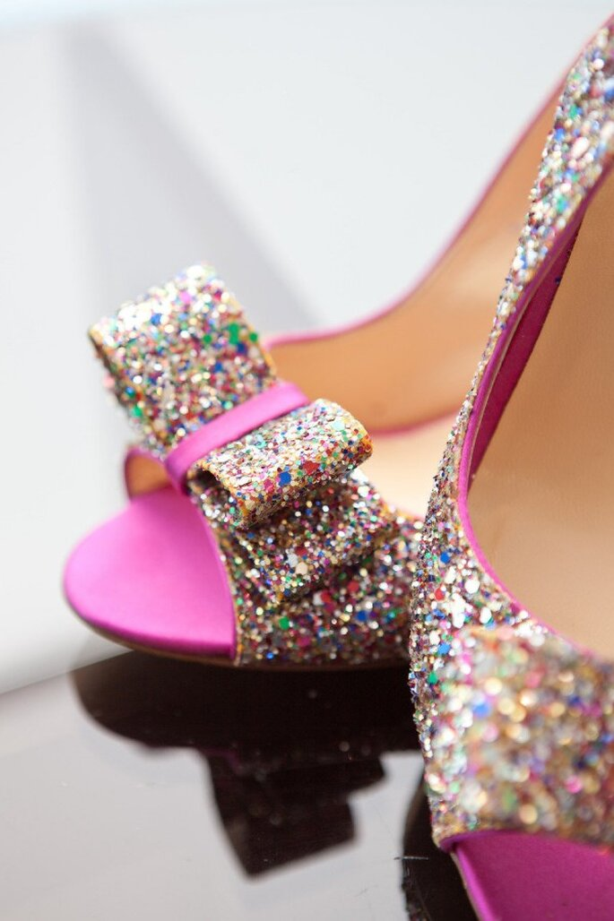 Zapatos de novia con glitter y lentejuelas - Foto Closer To Love Photography