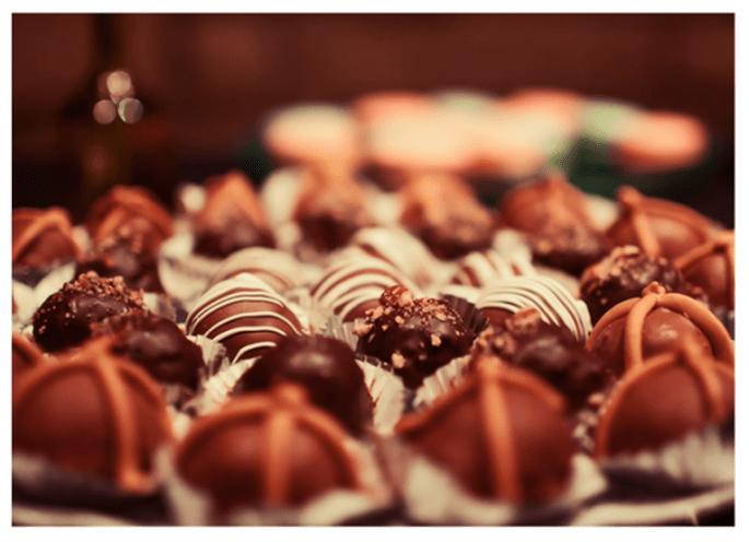 Cake pops con diversos diseños para decorar tu mesa de postres con chocolate - Foto Travis Percival