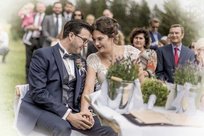 Ein Brautpaar bei der Trauung mit Christian G. Binder.