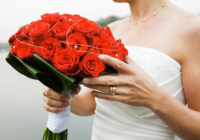 Ramo con rosas rojas.