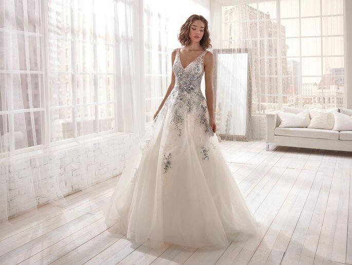 Vestido de novia en tul con apliques metalizados
