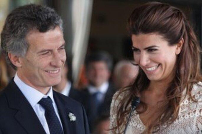 Rostros felices de los flamantes novios. Macri y Juliana Awada