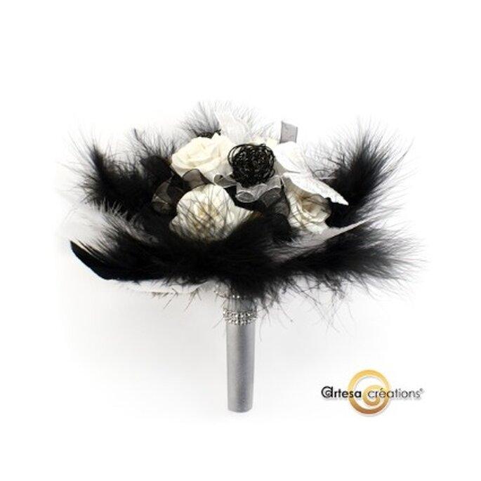 Bouquet de fleurs noires avec des plumes - Artesa-creations.com