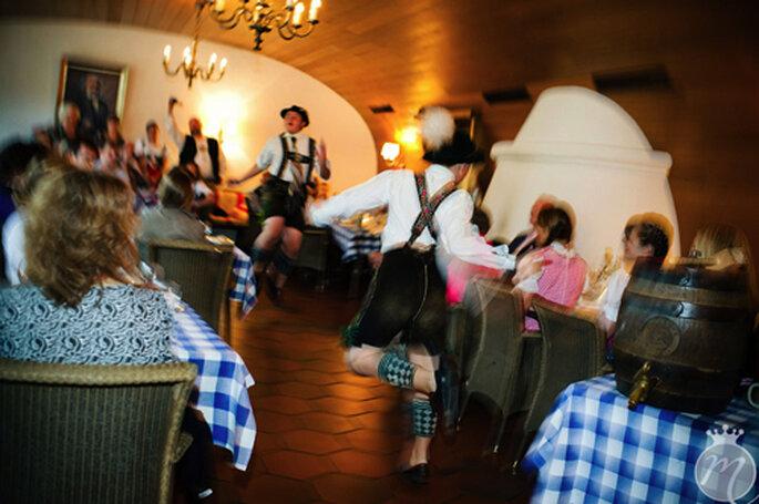 Tanzeinlage auf bayrisch: Schuhplattler - Foto: Martina Rinke.