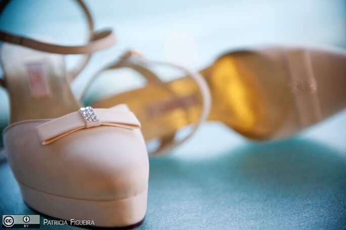 On craque pour les chaussures de mariée de couleur pastel ! - Photo : Patricia Figueira
