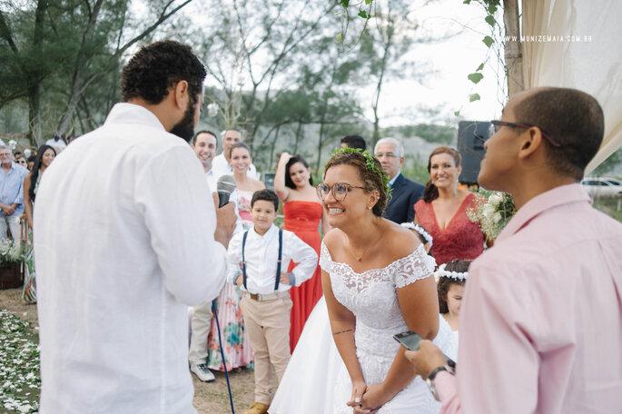 Acessório de cabelo da noiva: flores naturais Flor.idas | Foto: Muniz e Maia Fotografia