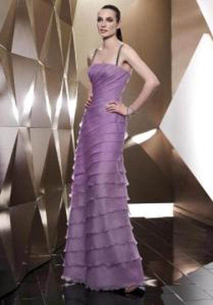 Pepe Botella 2009 - Vestido lila largo ajustado de escote recto con líneas diagonales