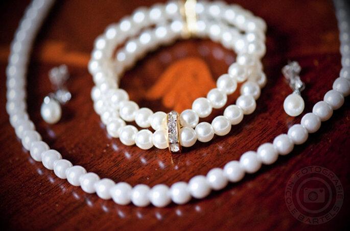 Ramona trug klassischen Perlenschmuck an Arm, Hals und Ohren. - Foto: Nicole Bartels.