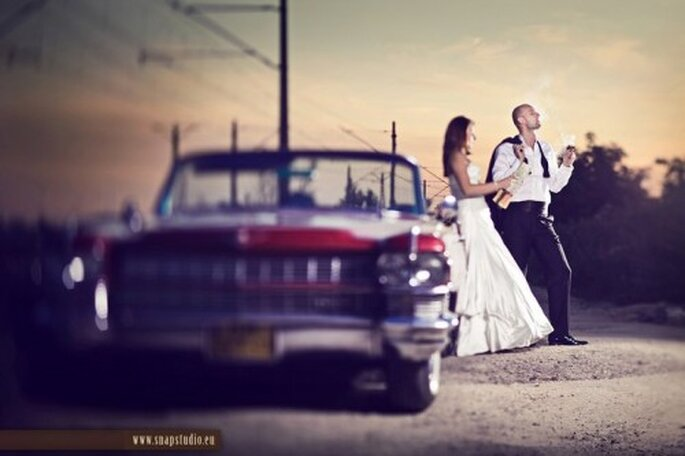 Autos clásicos rojos para boda. Foto de www.snapstudio.eu/.