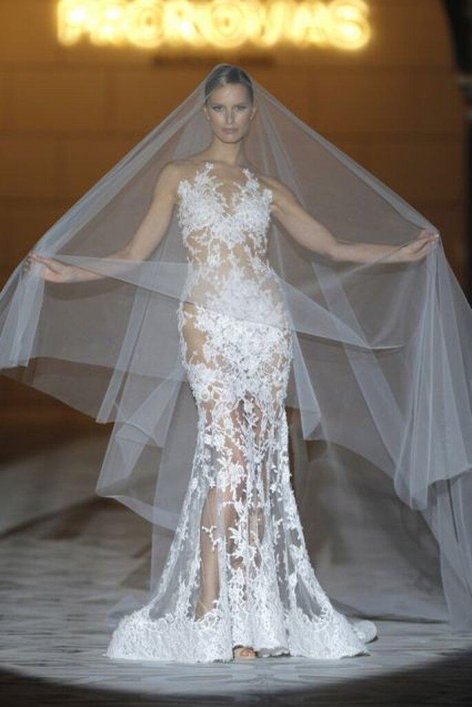 Suntuoso vestido joya de Pronovias 2015
