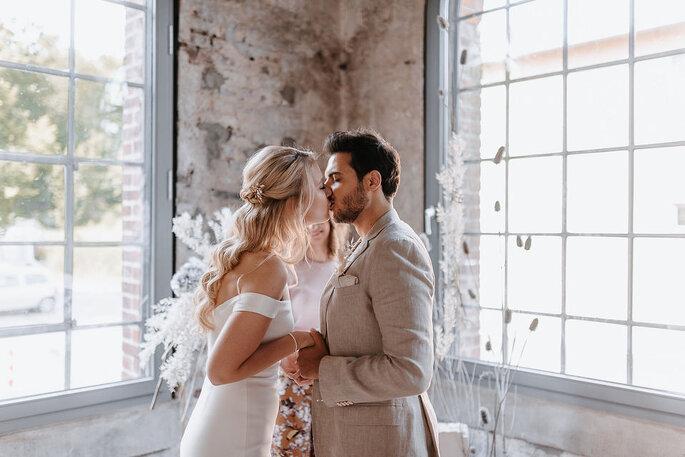 Brautpaar bei Hochzeitszeremonie