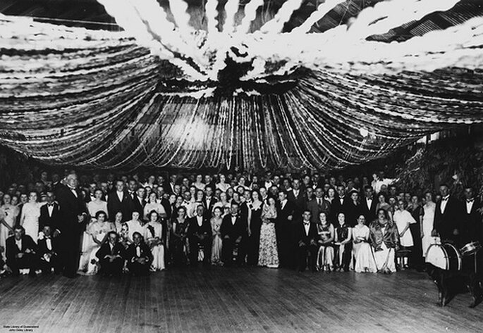 Hochzeitsgäste - State Library of Queensland's collection