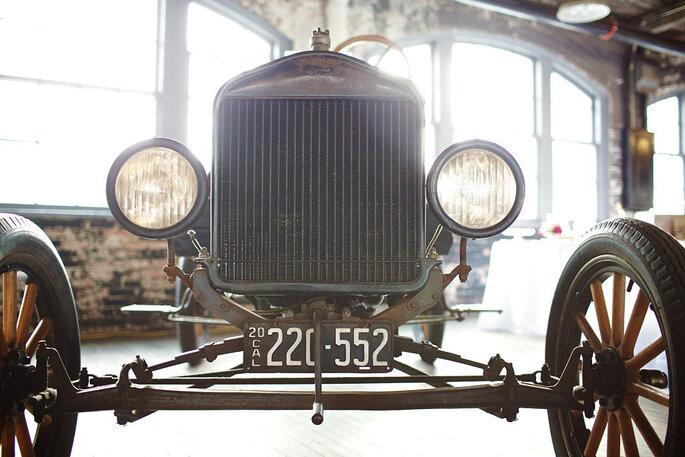 Boda elegante en la planta del Ford-T. Foto: Jeffrey Lewis Bennett