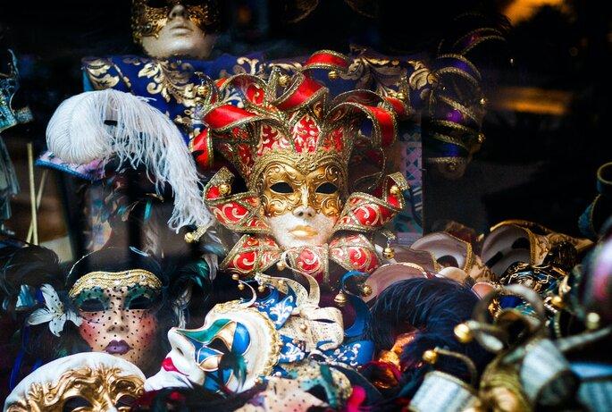 baile de máscaras num casamento
