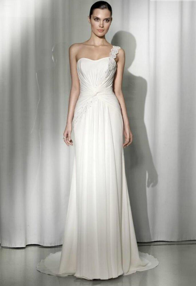 Vestido de novia corte imperio con drapeado en la cintura. Pepe Botella
