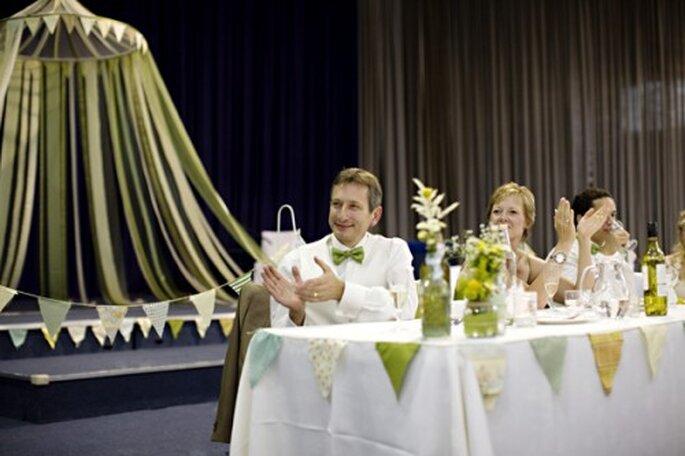 Anímate a llenar tu boda con detalles en color jade grisáceo - Foto Jade Alana