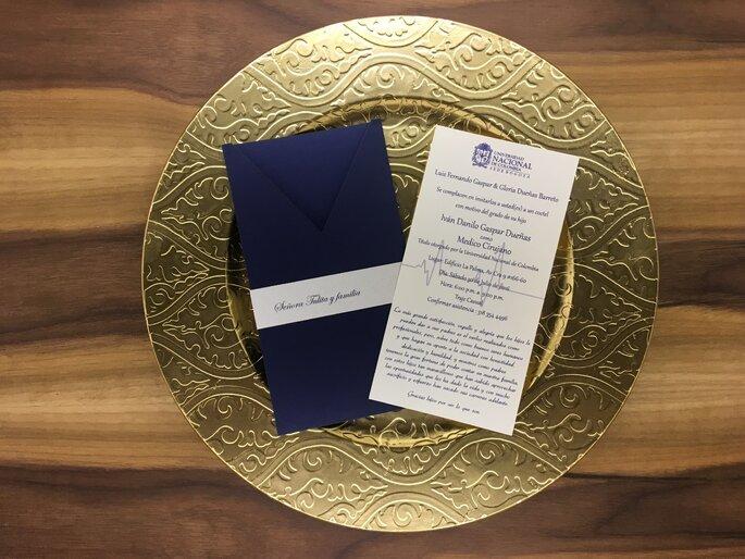 Kiiru Invitación azul oscuro dorado
