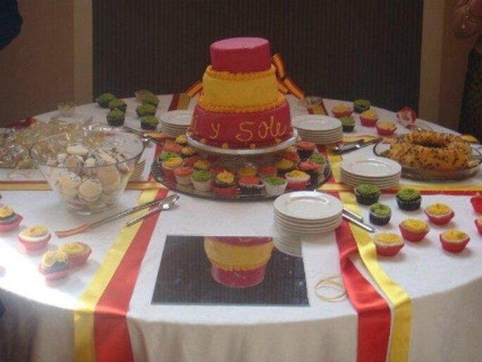 Buffet de postres con los colores de la bandera española de T de Tarta
