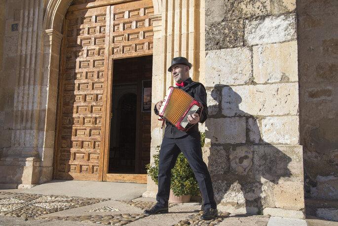 Goyo Esteban Acordeonista música en vivo Burgos