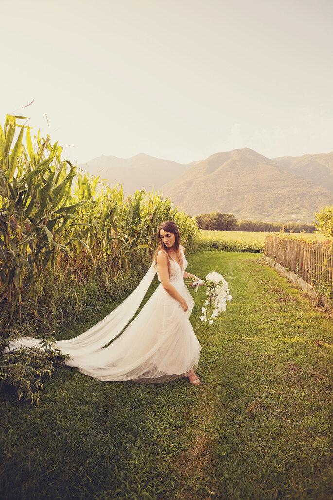 Hochzeitsfoto. Braut im Feld