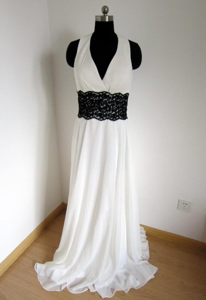 Robe de mariée avec ceinture noire