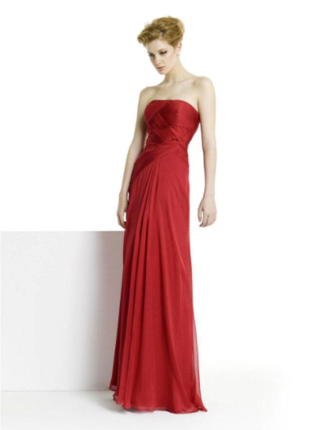 Kräftige Farben, wie etwa Rot, dominieren die Kleider-Kollektionen – Foto: Alma Fiesta