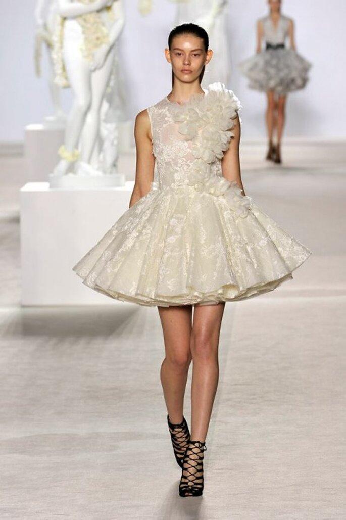 Inspírate en la colección de alta costura de Giambattista Valli para tu vestido de novia - Foto Giambattista Valli