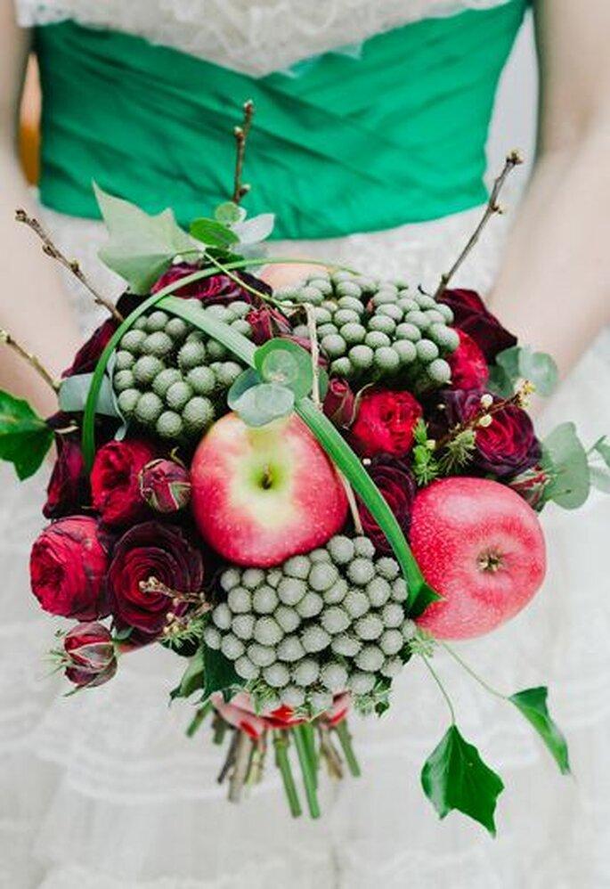 Brautstrauße in der Farbe der Liebe sorgen für einen Eyecatcher – Foto: Laura Babb