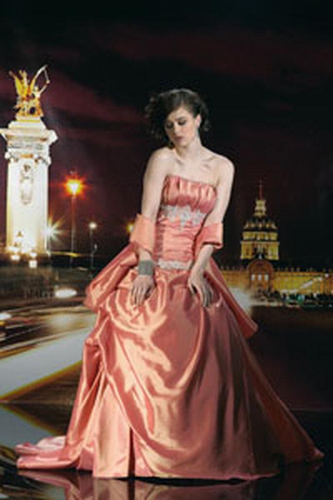 Vous pouvez intégrer l'orange de manière plus prononcée à votre robe de mariée pour un effet très dynamique et créatif
