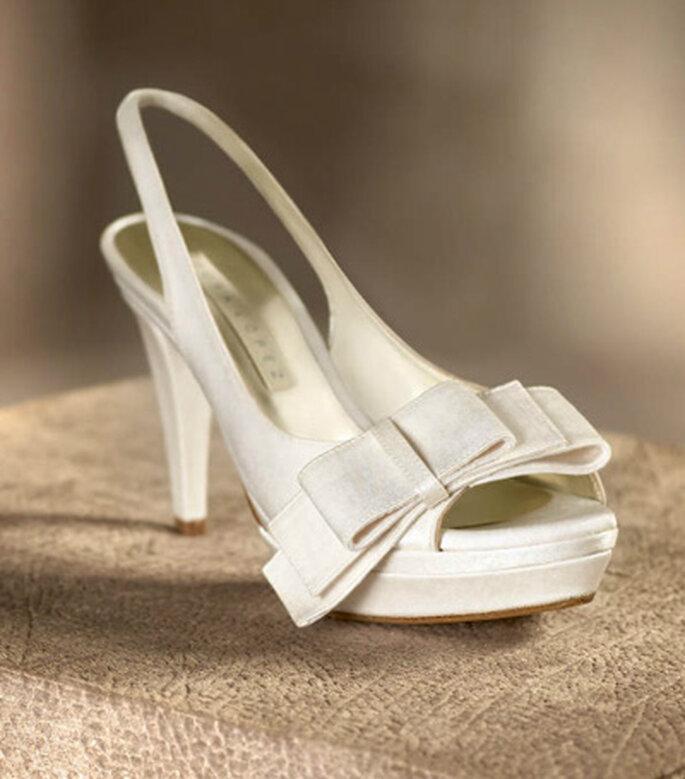 Sandalias de novia de tacón con lazo