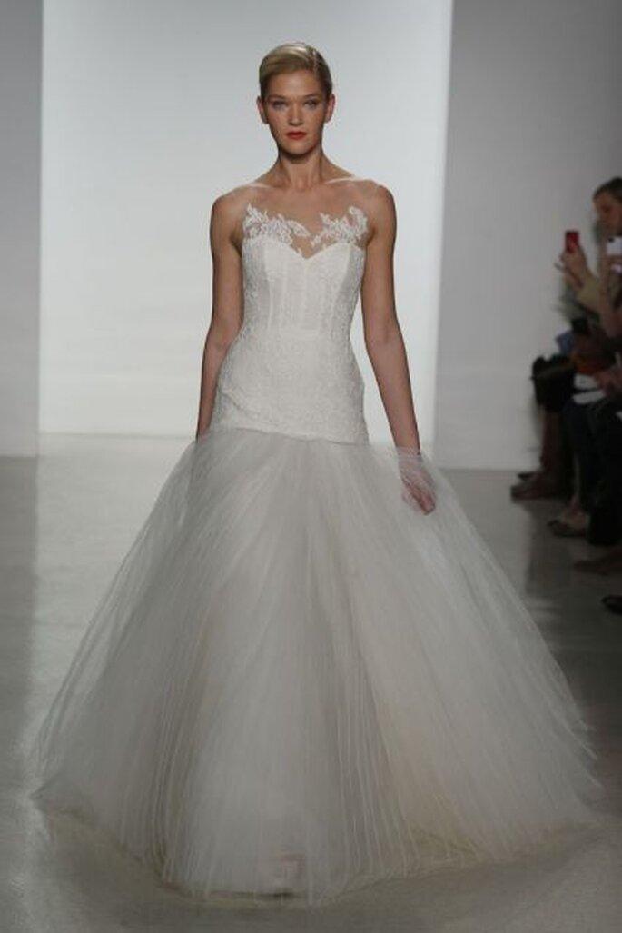 Vestido de novia con escote efecto segunda piel de Amsale 2015