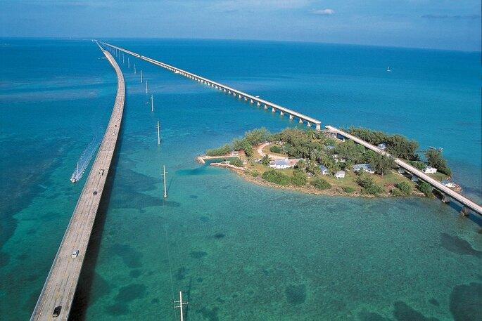 Pont au milieu de l'océan de 7 kilomètres
