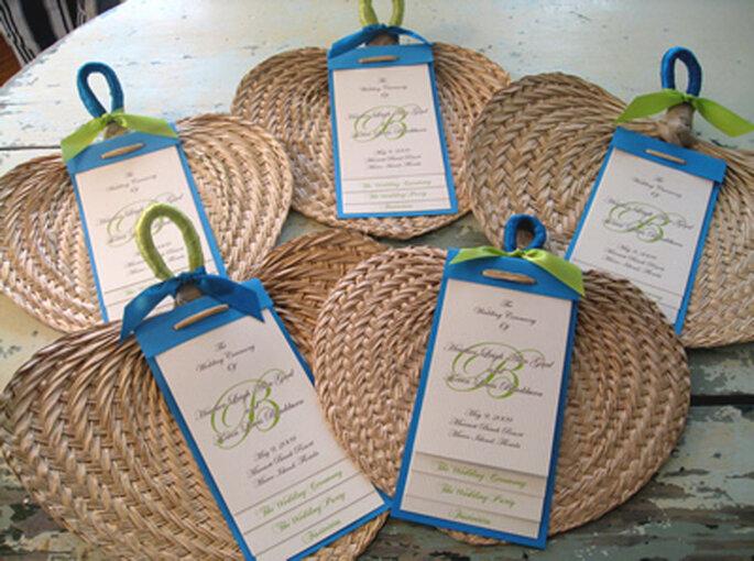 Un simpatico ventaglio di paglia. Foto via Weddingbycolor
