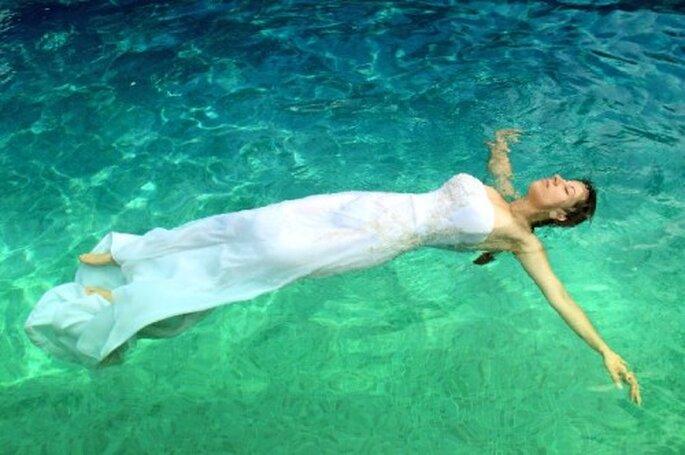 Sesión de fotos Trash the Dress bajo el agua - Foto Ulises Photographer