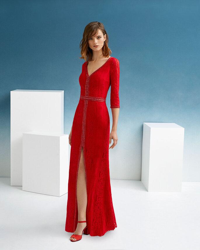 Vestido de fiesta rojo largo con escote en V y abertura en la falda