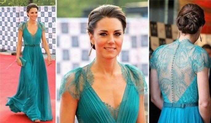 Anche Kate Middleton si è lasciata affascinare dai colori del mare scegliendo questo abito turchese di Jenny Packham per inaugurare il conto alla rovescia alle Olimpiadi di Londra 2012 alla Royal Albert Hall. Foto: starlounge.it.msn.com