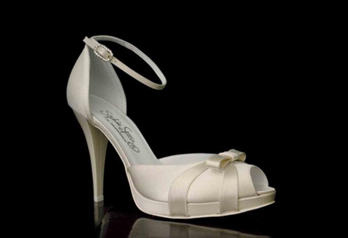 Zapato de novia Modelo Azzurra by Francesco. Con punta abierta, talón cerrado y detalle de pulsera al tobillo. Taón