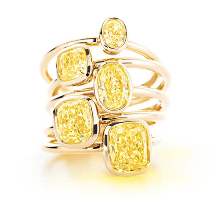 Anillos de compromiso con diamantes amarillos y argolla de oro - Foto Tiffany & Co.