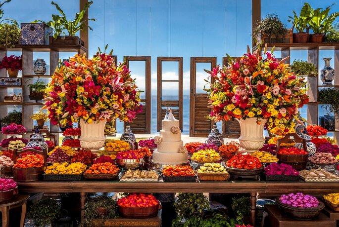 mesa de casamento colorida