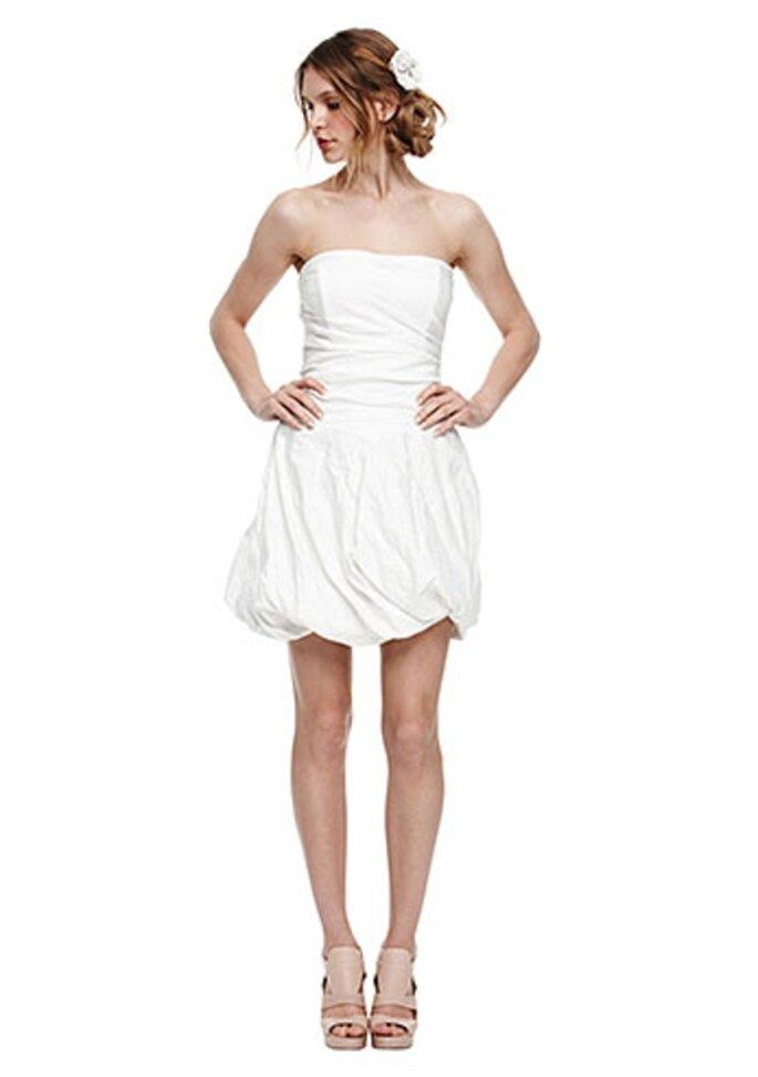 Minivestido de novia con falda de bombita - Foto Nicole Miller
