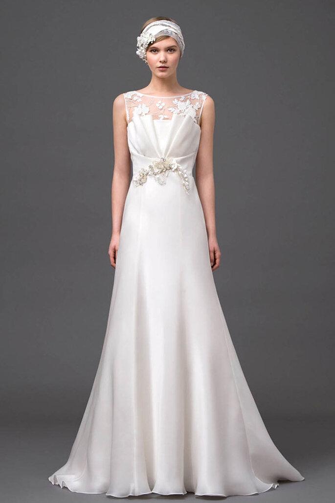 Vestido de novia con apliques al frente y falda amplia de corte A - Foto Alberta Ferretti