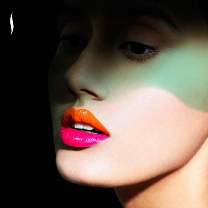 Utiliza dos tonos de lipsticks diferentes y vibrantes - Foto Sephora