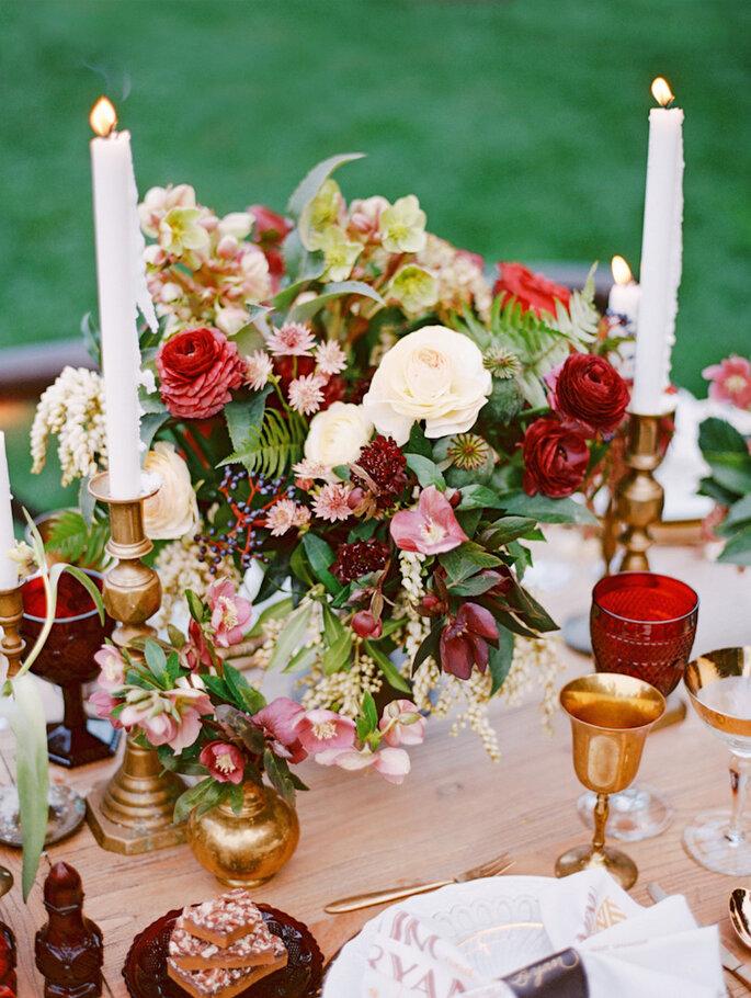 Centros de mesa con flores en color marsala - Marisa Holmes
