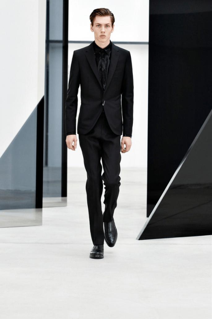 Traje para novio con estilo elegante en total look de negro - Foto Balenciaga