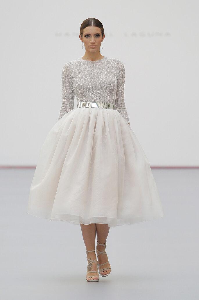Vestido de novia civil de corte midi