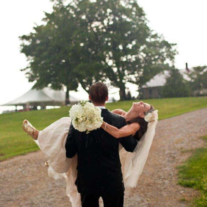 Tips para que tus fotos de boda bajo la lluvia queden muy lindas - Jacquelyn Poussot Photography