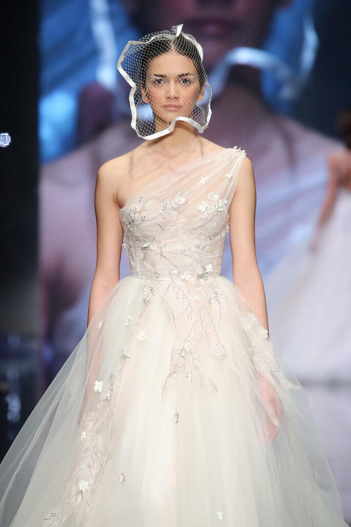 Velo de novia moderno corto estilo blusher