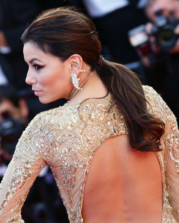 Eva Longoria, con vestido de espalda descubierta y coleta baja. Foto: image.net