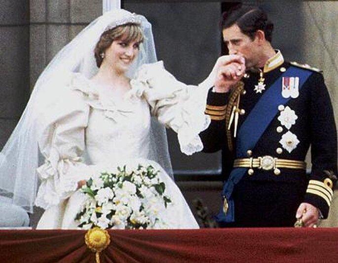 La princesa Diana y el príncipe Carlos en su boda, año 1981